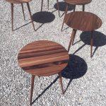 runde Tische aus Nussbaum